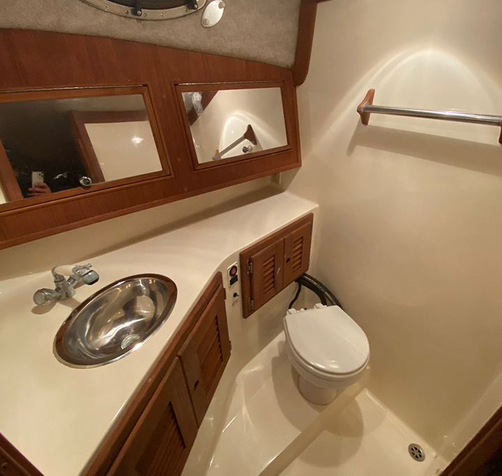 rent a boat fort lauderdale spacious head 960x720 2